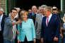 Un réfugié s'offre un selfie avec la chancelière Angela Merkel, le 10 septembre, dans l'arrondissement de Spandau, à Berlin.