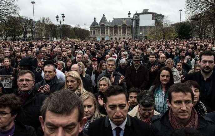 A Lille, le 16 novembre, lors de la minute de silence en hommage aux victimes des attentats de Paris.