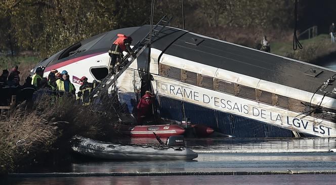 La rame accidentée à Eckwersheim, au lendemain de l'accident du 14 novembre 2015.
