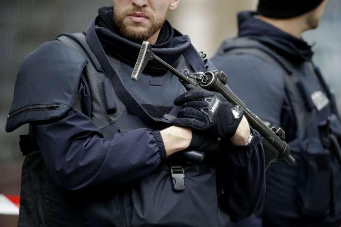 Un mineur de 15 ans «qui s'était proposé pour une action terroriste» a été interpellé mercredi14septembre dans le 20e arrondissement de Paris.