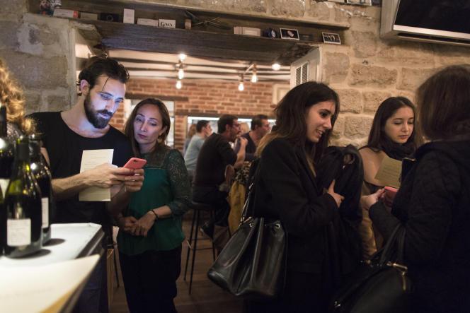 Trois jours après les attentats du 13 novembre, au bar à vin Le Frenchie, dans le quartier du Sentier. Paris, le 16 novembre 2015.
