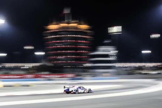 La Toyota hybride LMP1 d'Anthony Davidson et Sebastien Buemi, lors des 6 Heures de Bahreïn 2014, le 15 novembre.