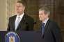 Le président roumain, Klaus Iohannis, et le premier ministre, Dacian Ciolos, le 10novembre, à Bucarest.