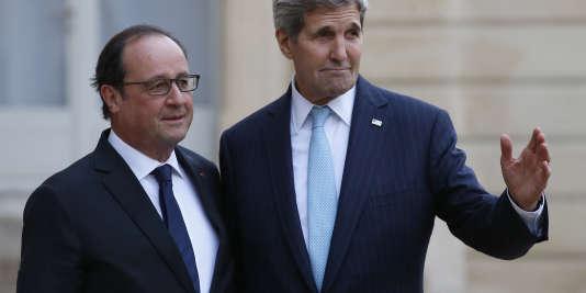 John Kerry à Paris pour exprimer la solidarité des Etats-Unis envers la France.