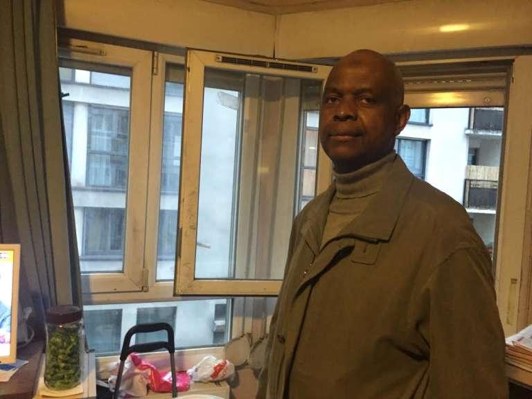 Ousmane Sidibé, la soixantaine, vit au foyer des travailleurs africains de la rue de Charonne depuis 1984. Il a suivi de sa fenêtre l'attaque du restaurant La Belle Equipe, vendredi 13 novembre 2015.