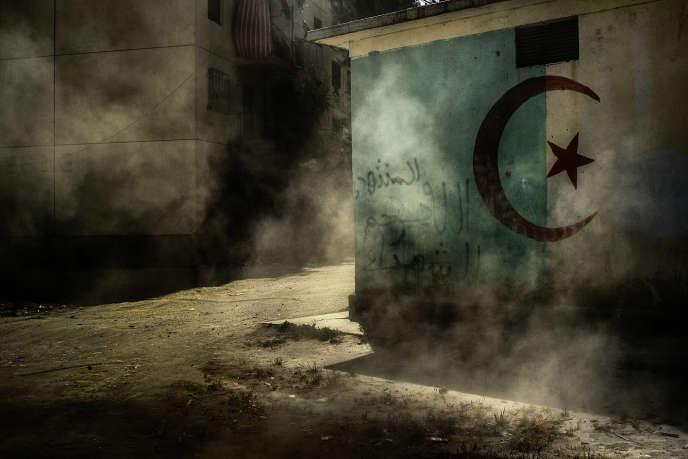 Sur ce mur d'une maison de Sidi Moussa, qui fut l'un des fiefs des islamistes, une inscription en arabe: «Qu'Allah accorde sa miséricorde à nos martyrs.»
