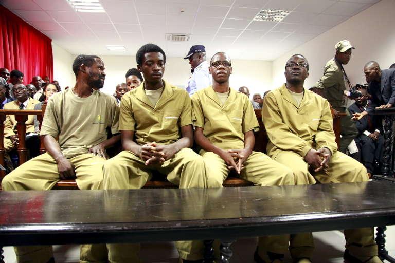 """Depuis le 16 novembre 2015,  17 """"revùs"""" sont jugés à Luanda  pour """"flagrant délit de coup d'Etat""""."""