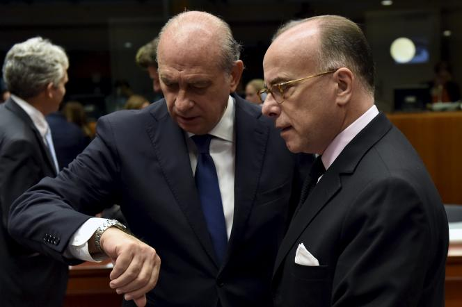 Le ministre de l'intérieur espagnol Jorge Fernandez Diaz et Bernard Cazeneuve à Bruxelles le 9 novembre 2015.