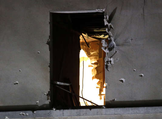 Des traces de balles sur l'immeuble à Saint-Denis.