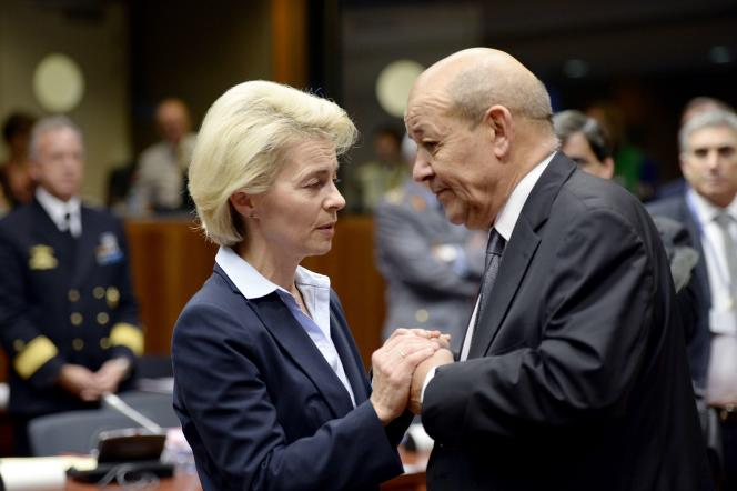Le ministre français de la défense, Jean-Yves Le Drian, et son homologue allemande, Ursula von der Leyen, à Bruxelles, le 17novembre.