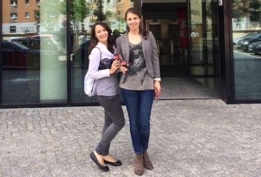 Tanja Niemczyk et Laura Kühn sont les deux stagiaires qui se sont succédé au sein des locaux de Coca-Cola à Berlin, à la suite de la campagne Blind Applying 2013-2014.