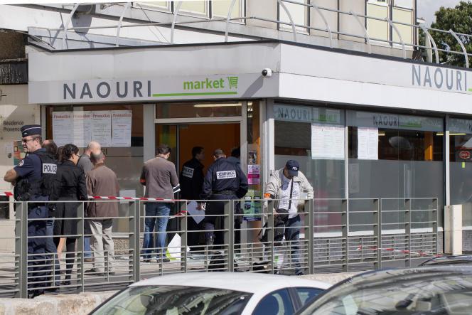 Après un jet de grenade raté dans une épicerie casher de Sarcelles (Val-d'Oise), le 19septembre 2012.
