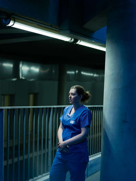Véronique avait terminé sa garde à l'hôpital Saint-Louis, dans le 10e arrondissement de Paris. Après avoir porté secours à une femme touchée par balle dans la rue, elle est retournée aux urgences pour s'occuper des blessés.