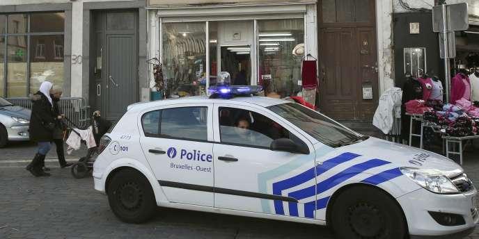 Patrouille de police à Molenbeek en novembre au lendemain des attaques de Paris et du Stade de France.