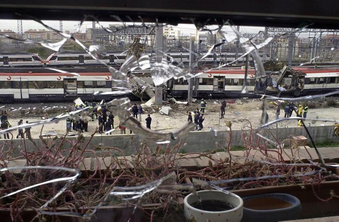 Le 11 mars 2004, dix  bombes ont explosé dans quatre trains de banlieue se dirigeant vers la gare de Madrid-Atocha.