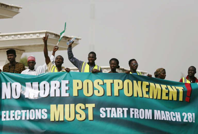 Manifestation pour le maintien de l'élection présidentielle du 28 mars, à Abuja le 14 février 2015.