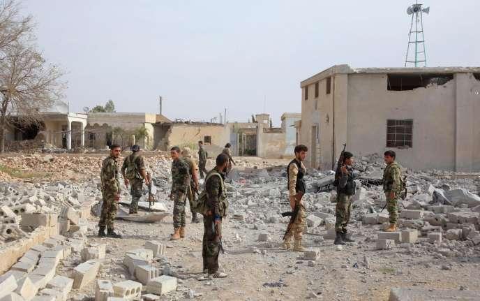 Des soldats du régime syrien à Alep le 23 octobre 2015.