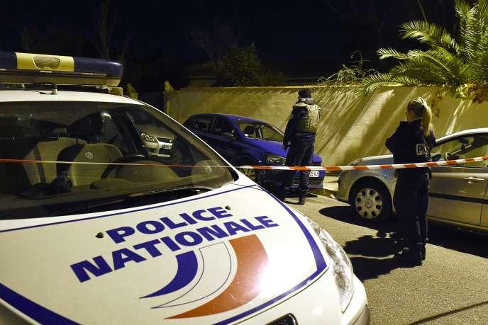 La police sécurise les lieux de l'agression antisémite, le 18 novembre 2015 à Marseille.