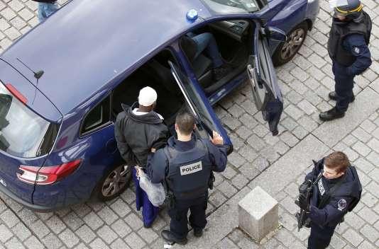 Arrestation d'un homme à Saint-Denis (Seine-Saint-Denis), mercredi 18novembre.