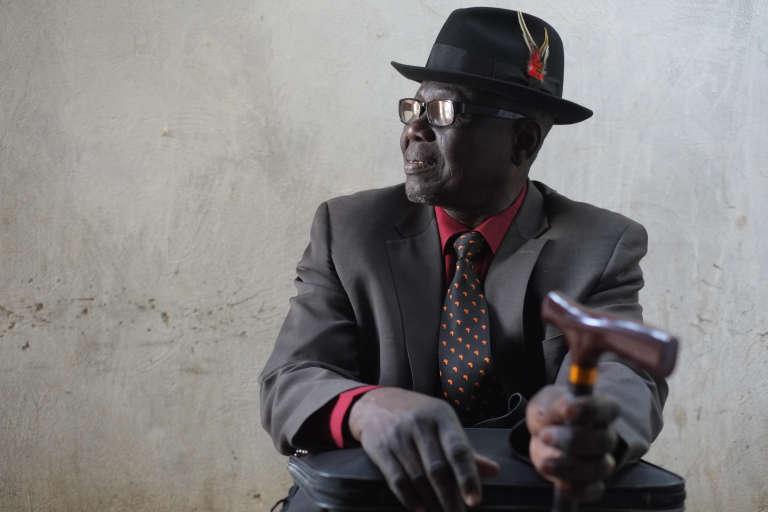 """Souleymane Guengueng, aujourd'hui âgé de 66 ans, est sorti en 1990 comme un """"squelette vivant"""" des prisons d'Hissène Habré.  Son travail pour organiser les victimes en association a permis le travail de la justice internationale."""