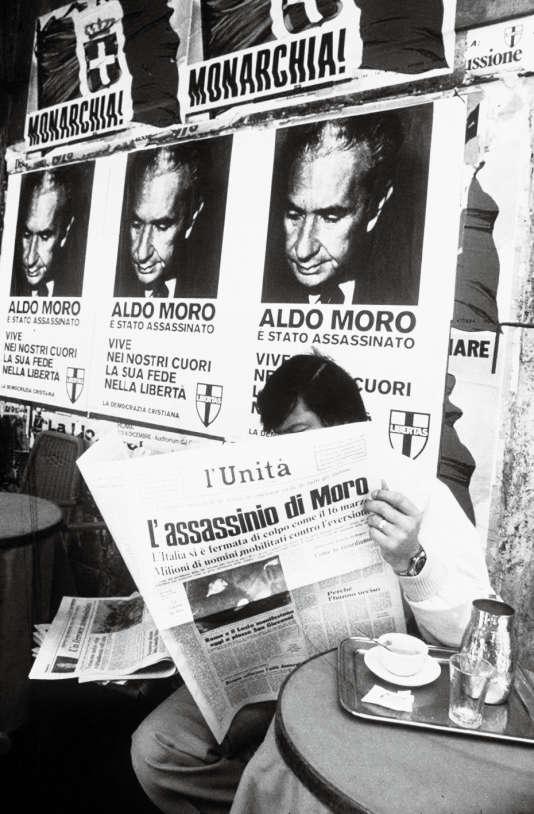 Le 9 mai 1978, l'ancien président du conseil Aldo Moro est assassiné par les Brigades rouges. L'Italie est sous le choc.