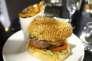 «La liberté d'inventer ses propres règles de discours est à l'origine de l'image publicitaire mais celle-ci, à l'instar du hamburger « méga » appétissant, s'avère souvent mensongère.»