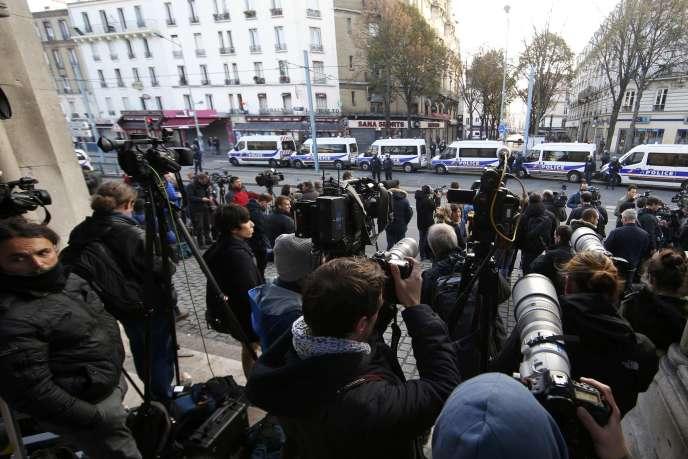 Des journalistes à Saint-Denis le 18 novembre 2015.