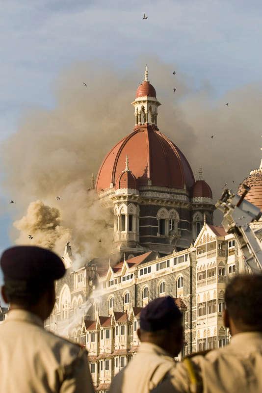 Du 26 au 29 novembre 2008, Mumbai est le théâtre d'attaques terroristes. Le 27, l'une d'elles touche le Taj Mahal Palace.