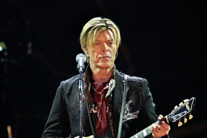David Bowie, en concert le 20 octobre 2003 à Paris.