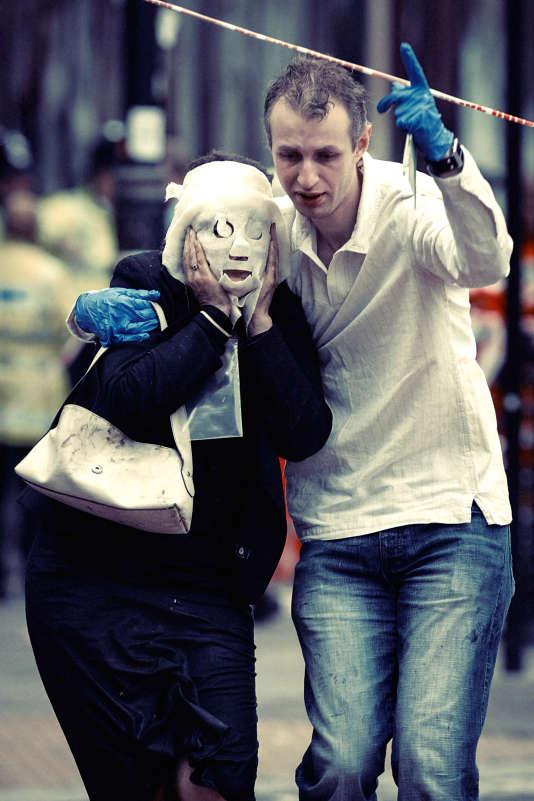 """Le 7 juillet 2005, Davinia Turrell et son """"héros"""" Paul Dadge, après l'attentat à la station de métro Edgware Road."""