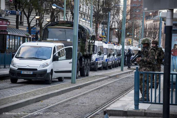Les forces de police à Saint Denis, durant le raid du 20 novembre contre la cache d'Abdelhamid Abaaoud.