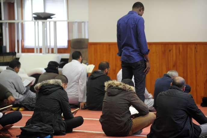 Le 20 novembre à la mosquée de Brest après une perquisition dans le cadre de l'état d'urgence.