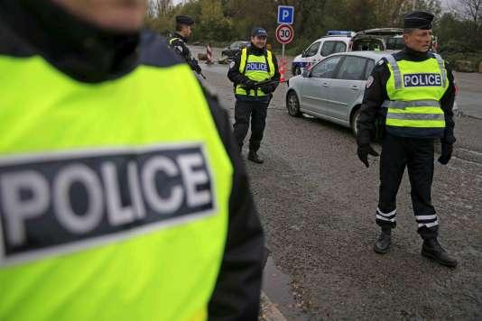 Contrôles de police sur l'autoroute A2 entre Paris et Bruxelles vendredi 20 novembre.