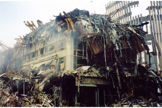 Les ruines du World Trade Center après les attaques terroristes du 11 septembre 2001, à New York.
