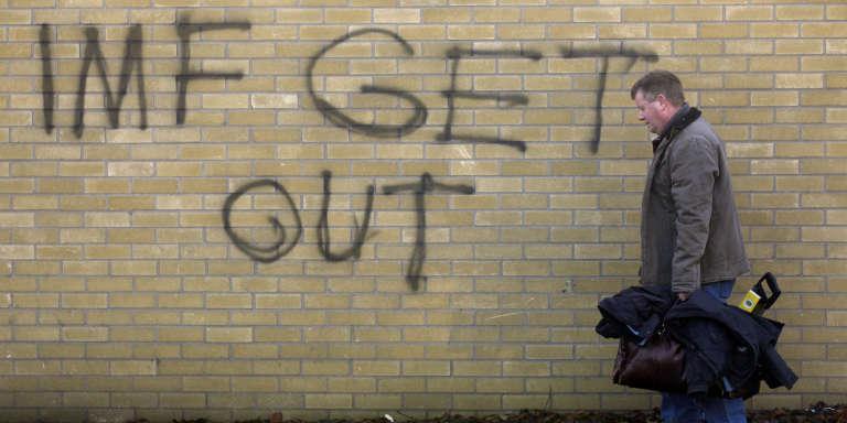 Graffiti dans le comté sud de Dublin fin 2010. C'est à cette époque qu'est imaginée, par un élu de ce quartier,  la création d'une plate-forme pour permettre aux citoyens de se plaindre des incivilités.