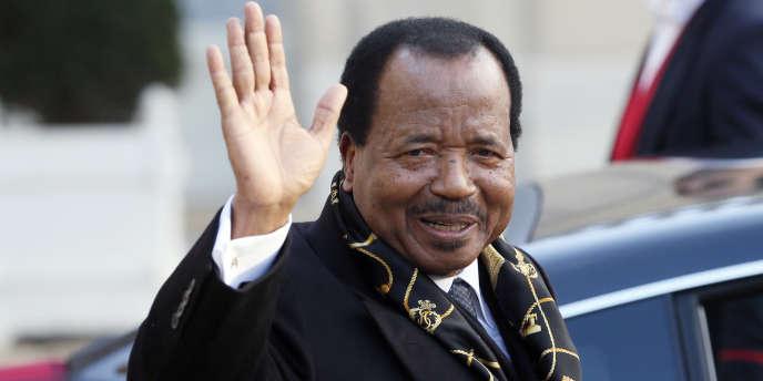 Paul Biya en visite en France en 2013.