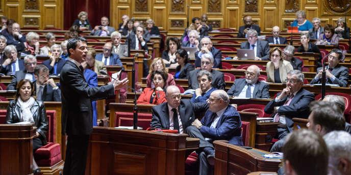 Le premier ministre, Manuel Valls, s'adresse aux sénateurs, le 20 novembre 2015 àParis.
