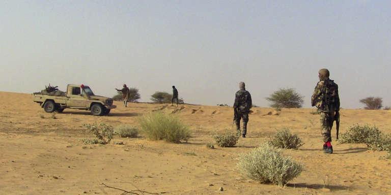 Des combattants touaregs du MNLA (Mouvement national pour la libération de l'Azawad) dans le nord du Mali, Tabankort, février 2015.
