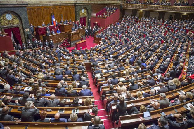 François Hollande, président de la République, parle devant le Parlement réuni le 16 novembre en Congrès après la série d'attentats à Paris le 13.