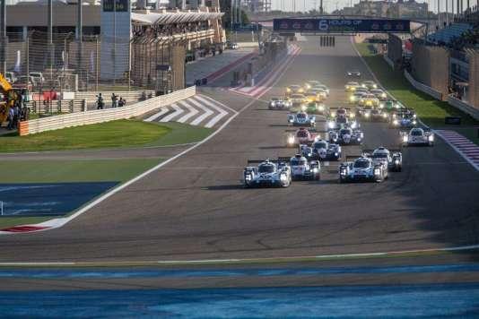 Bahreïn, 15 heures (locales), samedi 21 novembre. Départ en épis, dans la tradition des courses d'endurance, pour 6 Heures de course.