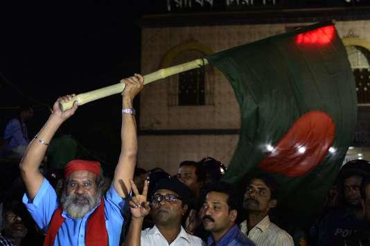 Manifestation de l'opposition dans la nuit de samedi à dimanche 22 novembre, devant la prison centrale de Dacca où l'islamiste Ali Ahsan Mohammad Mujahid et Salahuddin Quader Chowdhury, ancien député du principal parti d'opposition, le parti nationaliste du Bangladesh ont été pendus.