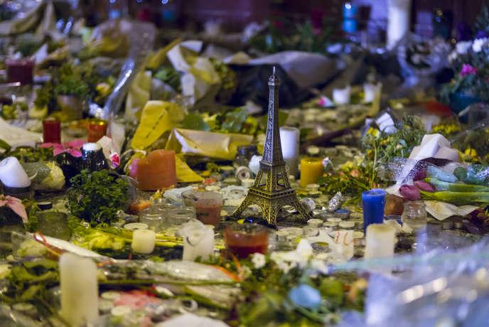 Hommage a Paris, une semaine après les attentats terroristes du 13 novembre 2015.