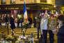 Hommage a Paris, une semaine après les attentats terroristes. Rrassemblement devant le restaurant le Carillon et le Petit Cambodge, Paris, France. 20 novembre 2015.
