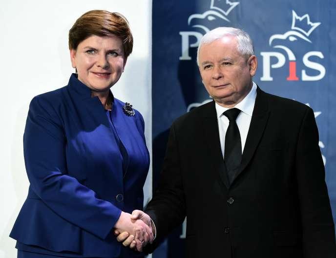 La première ministre polonaise, Beata Szydlo, et le président du parti Droit et justice (PiS), Jaroslaw Kaczynski, à Varsovie, le 9 novembre.