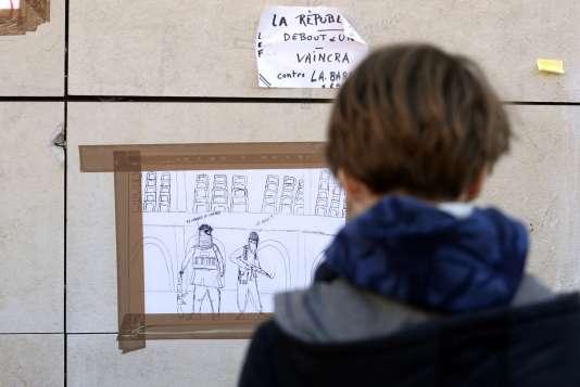 """Un dessin affiché à Bordeaux montre un djihadiste demandant : """"Tu connais le Coran ?"""". L'autre lui répondant : """"Le quoi ?"""""""