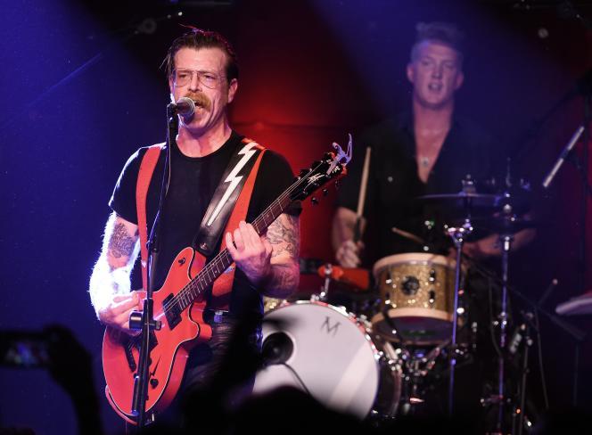 Jesse Hughues, leader des Eagles of Death Metal, et Josh Homme vont jouer ensemble à Paris, comme ici le 19 octobre 2015 à Los Angeles.
