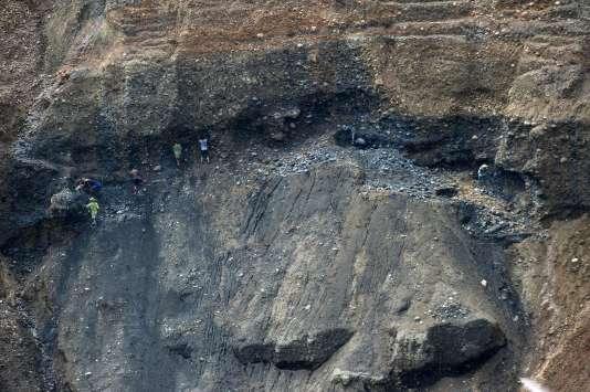 Des mineurs birmans cherchant des pierres de Jade près de la frontière chinoise, en octobre dernier.