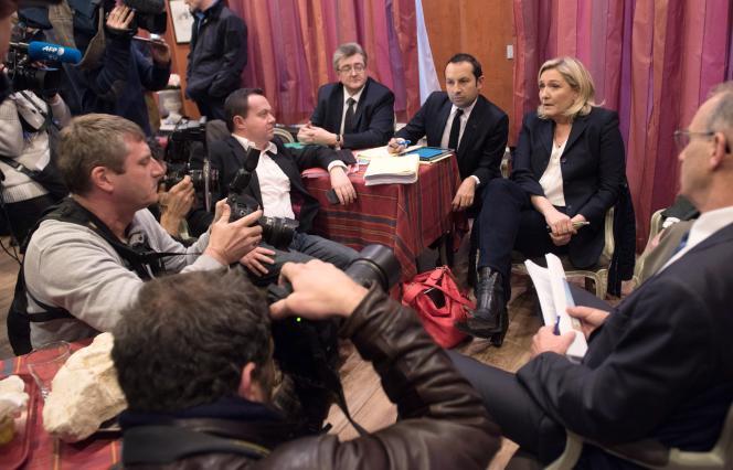 Marine Le Pen, tête de liste FN dans le Nord- Pas-de-Calais, lors d'une conférence de presse suivant son meeting à Amiens, lundi 23 novembre.