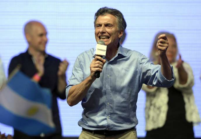 Mauricio Macri s'adresse à ses partisans, au soir de sa victoire lors du second tour de l'élection présidentielle argentine, le 22 novembre 2015, à Buenos Aires.