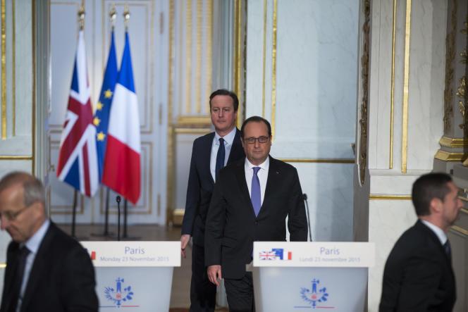 François Hollande reçoit le premier ministre britannique, David Cameron, au Palais de l'Elysée, à Paris, lundi 23 novembre.